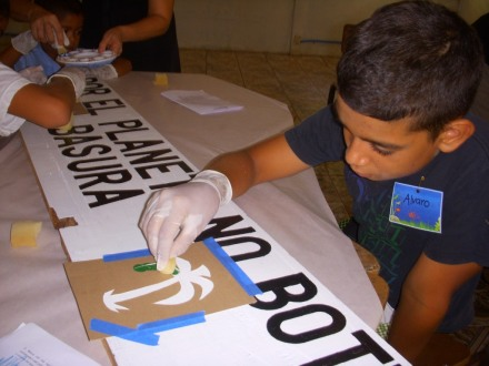 """Kids decorated signs with """"no littering"""" messages"""